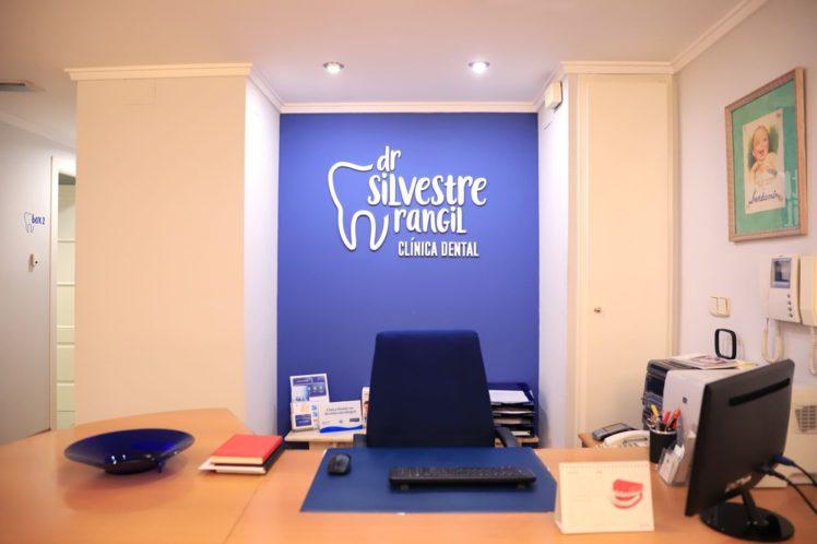 Recespcion clinica dental Dr Silvestre